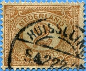 De verkoop gaat eindelijk door Vijf jaar later, op 10 maart 1788, wordt het beroep van Van der Heijden door de Hofraad afgewezen. Waarschijnlijk heeft hij de zaak toch nog trachten te traineren, want pas op 16 oktober, zeven maanden later, wordt hij veroordeeld tot borgstelling van de koopsom van 1890 gulden. Hij blijft echter onwillig, zodat nu de borg van Van der Heijden wordt aangesproken. Dat was advocaat Ploegh, maar omdat die overleden is wordt zijn weduwe en boedelhoudster Godefrida Zelants aangesproken.(6) Op 14 maart 1789 wordt een akkoord gesloten tussen Godefrida en de erfgenamen Kocken. Zij is bereid het huis en de brouwerij met aanhorigheden over te nemen. Na drie maanden is de weduwe Ploegh echter nog niet over de brug gekomen.  Uiteindelijk op 12 september 1789 vindt door de erfgenamen Peter Kocken executoriale verkoop plaats van haar roerende goederen, omdat de weduwe verklaarde geen geld te hebben. De Kockens schoten er niet veel mee op, want het verkochte huisraad bracht maar 47 gulden op. Na aftrek van beurgeld en jura bleef slechts 13 gulden over. Op 10 november 1789 wordt de kwestie tenslotte toch opgelost. Godefrida Zelants draagt het huis met de brouwerij c.a. over aan Jacob van Huisseling en diens vrouw Joanna Nass. Er is dan 71⁄2 jaar verstreken. Waarschijnlijk woonde de familie van Huisseling al in dit huis, want zij waren al kort voor 1784 van Neerlangel naar Huisseling verhuisd. De Huisselingse brouwerij wordt nog vermeld in 1816 als zijnde niet in bedrijf.(7)